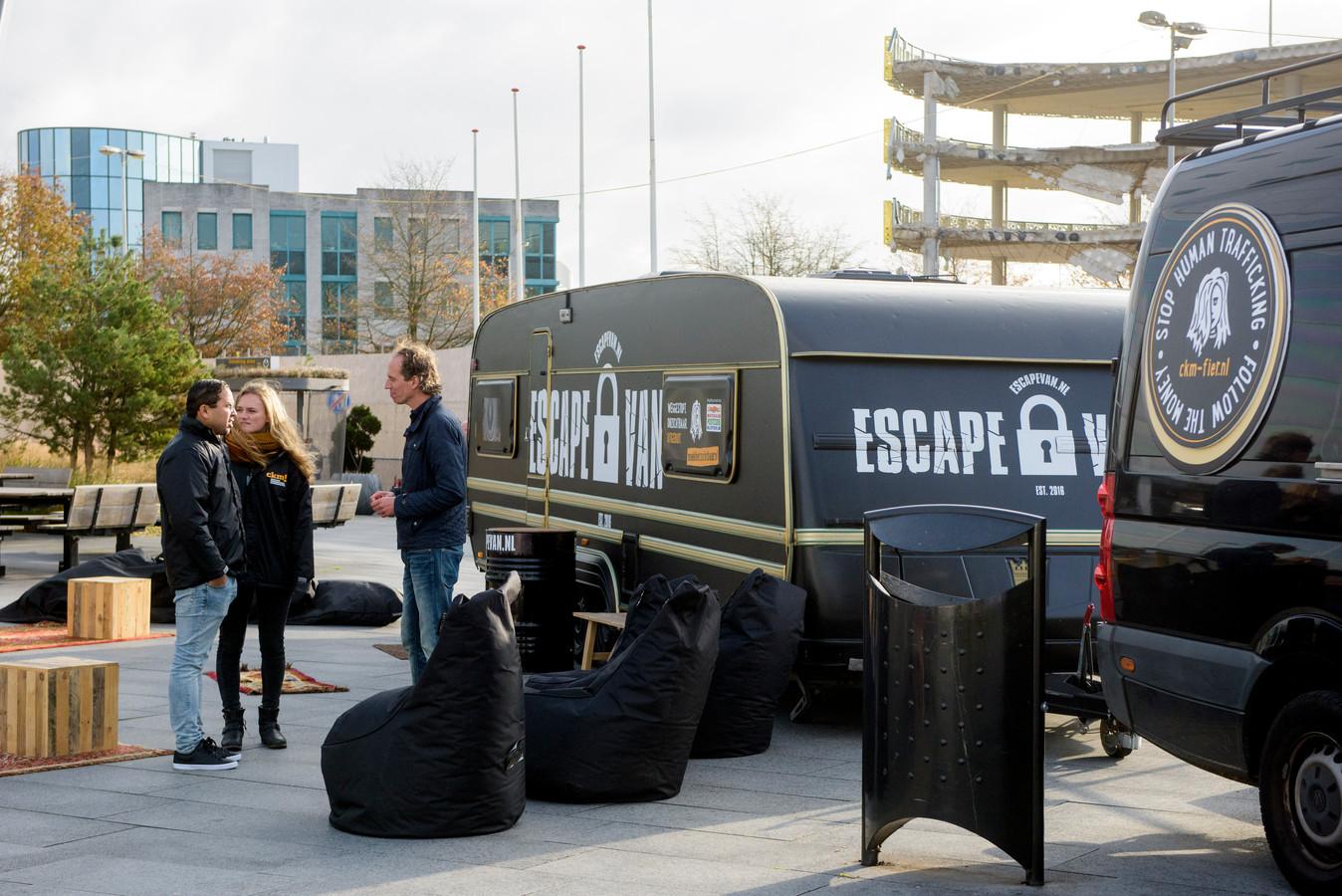 EINDHOVEN - Campagneteam tegen Kinderhandel en tegen Mensenhandel bij Eindhoven Airport (archieffoto).