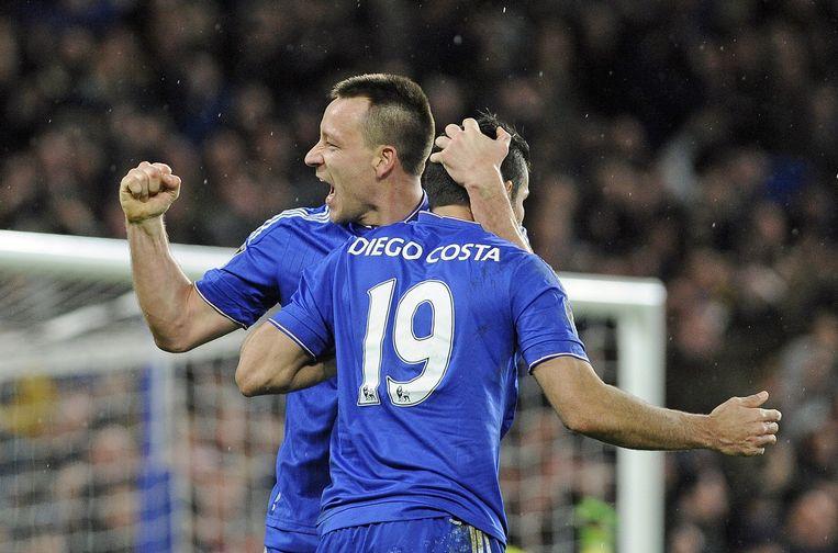 John Terry en Diego Costa. Chelsea heeft sinds het aantreden van Hiddink nog niet verloren. Beeld epa