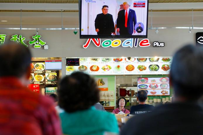 De ontmoeting trekt wereldwijde aandacht, hier volgens bewoners van de Aziatische wijk in Los Angeles de gebeurtenissen.