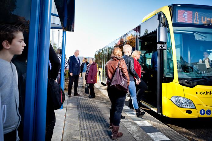 Zondag gaat een nieuwe dienstregeling in voor de treinen en bussen.