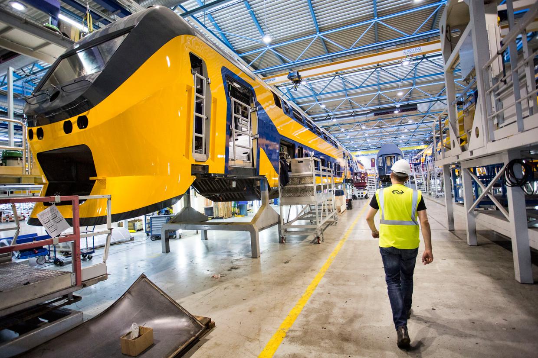 NS-dubbeldekkers in de remise in Haarlem.