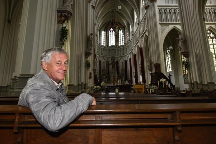 """Adrie Verbood in de rooms-katholieke kerk in Vlijmen. ,,Het is echt een blikvanger."""""""