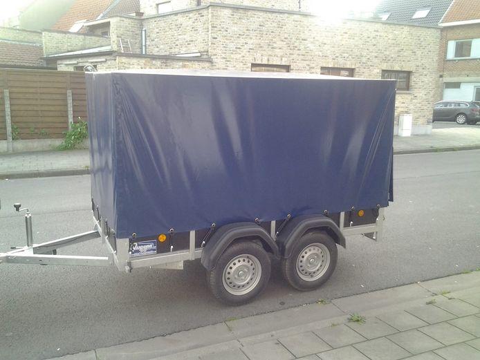De gestolen aanhangwagen van Karine Sallaerts uit Westende.