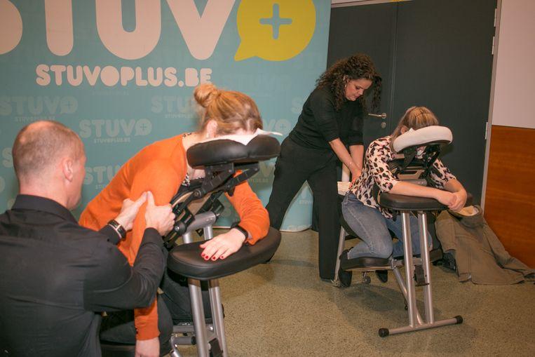 Een massage na het examen: héél welkom voor de studenten van Odisee.