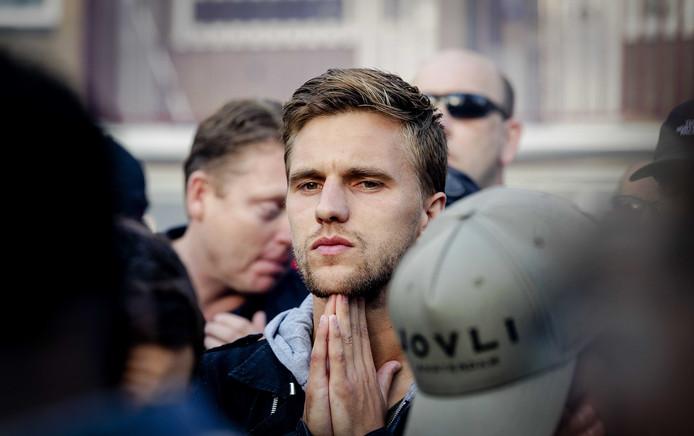 Ajax-aanvoerder Joel Veltman vecht tegen de tranen.