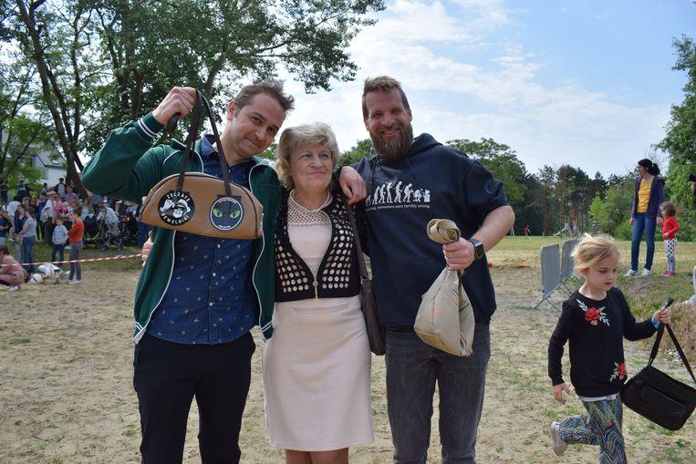 Winnaar Davy Devos (rechts), met Marina Wally en schoonbroer Sander Lambrecht die derde werd.