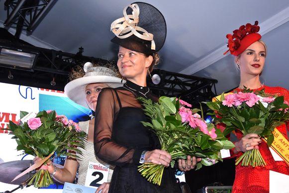 Steffi Van der Linden (centraal) uit Geraardsbergen, de winnares van vorig jaar, zetelt deze keer in de jury.