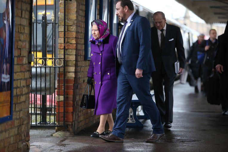 9814661bdaf59f Britse Queen vertrekt op kerstvakantie, gewoon met de trein ...