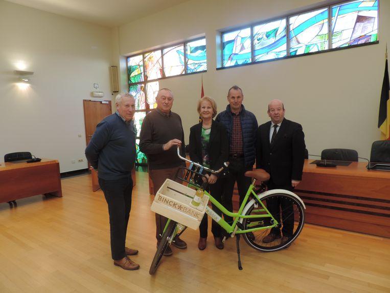 Martine Vermeire is de gelukkige winnares van de BinckBank-fiets.