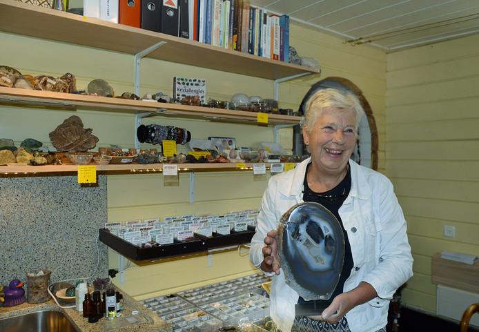 Ina Korenhof is therapeut die werkt met edelstenen.