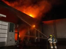Uitslaande brand op bedrijventerrein in Dordrecht