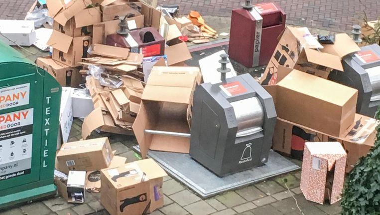 Afval in de Van Eeghenstraat Beeld Maarten Eliasar