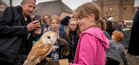 Op de foto met een roofvogel in Lingewaard, of toch niet?