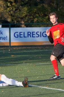 Voetbalclub VDZ: waar een erelid de show steelt en de vaste keeper 18 jaar is en mee de kroeg in rolt
