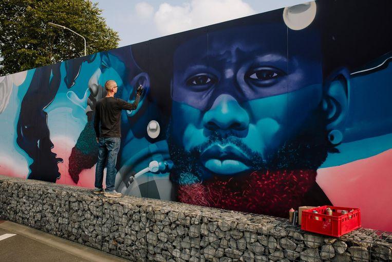 Langste kunstwerk van Amsterdam Beeld Marc Driessen