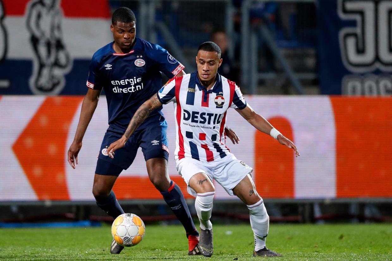 Denzel Dumfries (PSV) Damil Dankerlui (Willem II) in duel. Beeld BSR Agency
