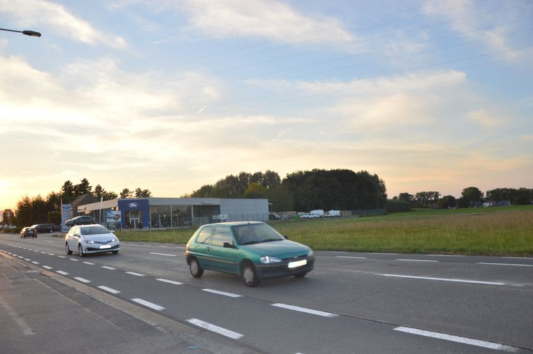 Het winkelcentrum Ninouter komt langs de Brakelsesteenweg.