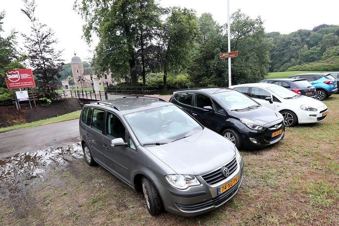 Parkeerproblemen bij museum More in Kasteel Ruurlo zoals hier in 2017 zijn nu niet meer aan de orde.
