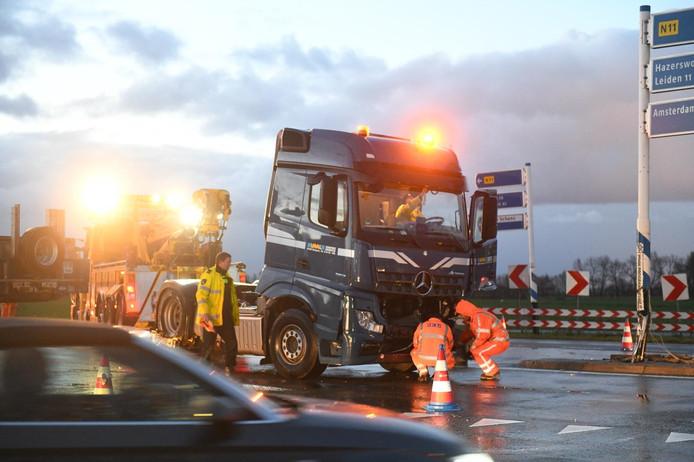 Een ongeval met een vrachtwagen op de N11 zorgde gistermorgen voor een enorm oponthoud.
