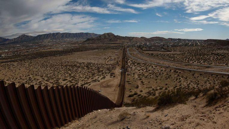 Hekwerk langs grens tussen VS en Mexico. Beeld epa