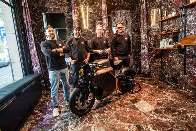 Meet 'The Mighty Machines': bikerboys in motor-maatpak lanceren elektrische superbike van Saroléa.