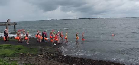Zwemtocht voor de kerk in Stavenisse levert 3500 euro op