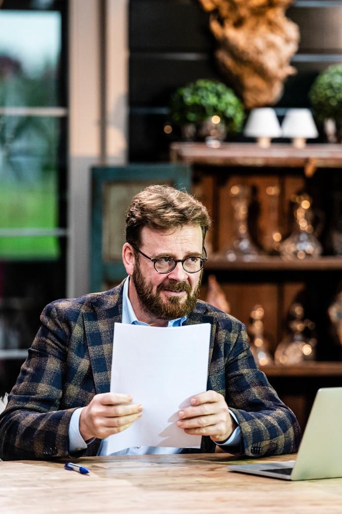 Rijdende Rechter John Reid voor de opnamen in restaurant 't Zwaantje