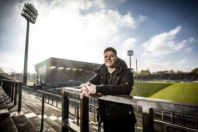 Tom Boere in het stadion waar hij met z'n nieuwe club Uerdingen traint.