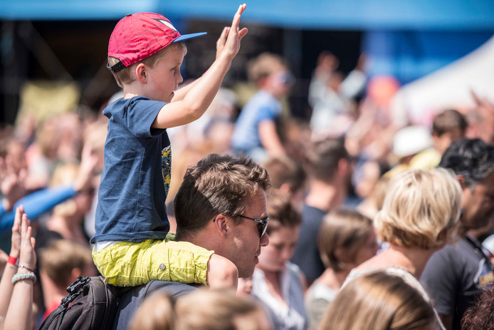 Optreden van Kinderen voor Kinderen.