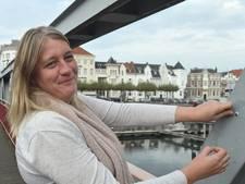 Joan Verbeem plakt in Middelburg overal oogjes op