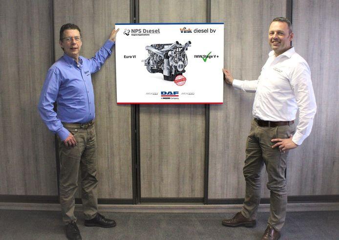 Sander Langenberg (Vink Diesel, links) en Stenn Hertgers (NPS Diesel)  van de leveranciers die de voor scheepvaart aangepaste DAF-motoren op de markt brengen.