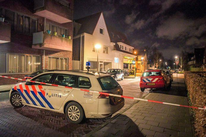 Politie bij de shisha-lounge aan de Tongelresestraat waar een flinke vechtpartij plaatsvond.