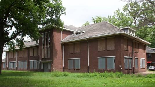 In Gebouw D van de Cort Heyligerskazerne in Bergen op Zoom gaat CPO De Compagnie, een burgerinitiatief, twaalf appartementen realiseren, die de deelnemende kopers/bewoners zelf kunnen laten uittekenen.