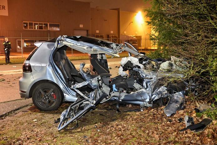 De auto raakte bij de botsing op de Clara Zetkinweg zwaarbeschadigd.