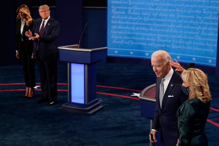 President Trump met zijn vrouw Melania en presidentskandidaat Joe Biden met zijn vrouw Jill bij het eerste verkiezingsdebat afgelopen dinsdag. Beeld EPA