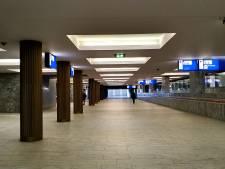 West-Brabant: lege stations, lege schappen, lege winkelstraten, maar in de super is het druk