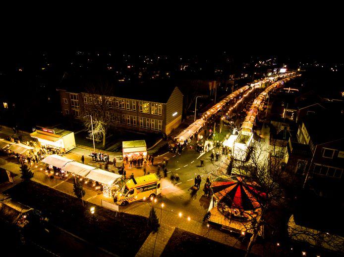 Dit jaar geen kerstmarkt in Vroomshoop, wel zoekt de Oranjevereniging nog een gigantische kerstboom.