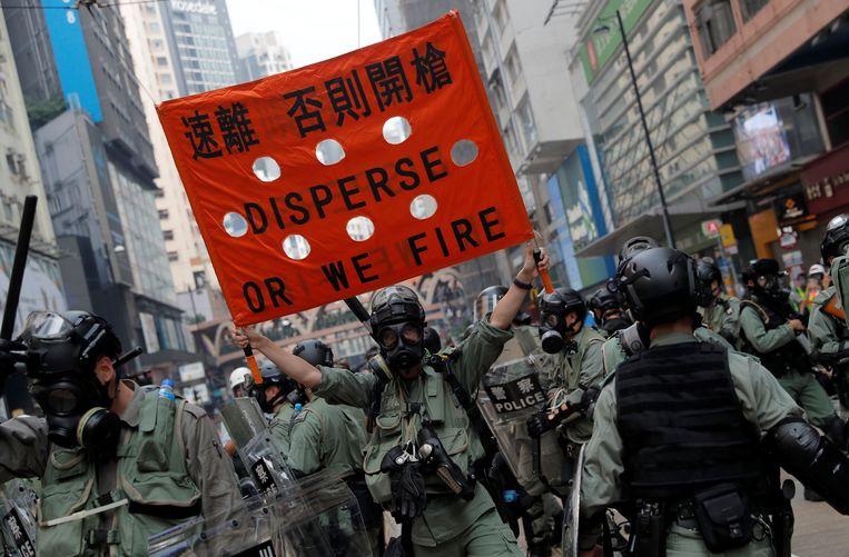 In Hongkong is het naar aanleiding van protest weer tot rellen gekomen. De politie zette traangas en pepperspray in tegen demonstranten.