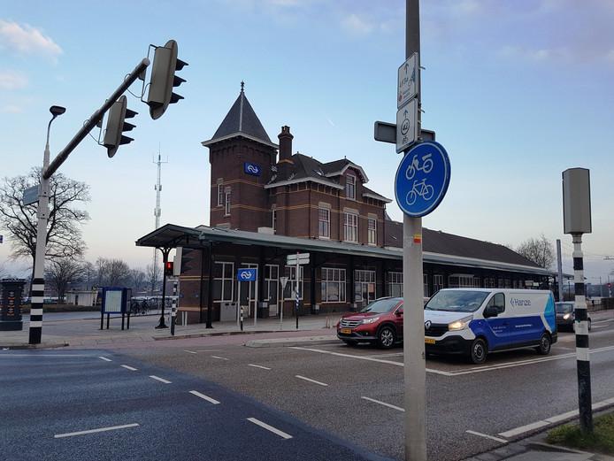 Het stationsgebouw in Kampen.