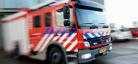 Brandweer vindt autobrand in Eefde met moeite