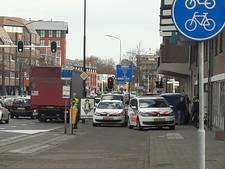 Politieagent in hals gestoken in Helmond