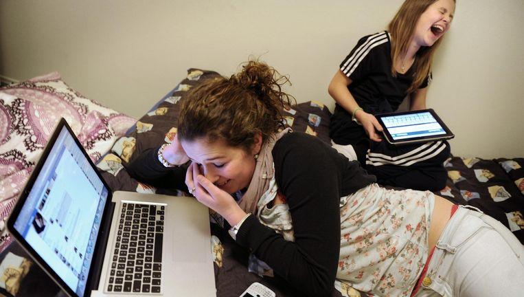 Kinderen hebben lol met Facebook. Beeld Marcel van den Bergh / de Volkskrant