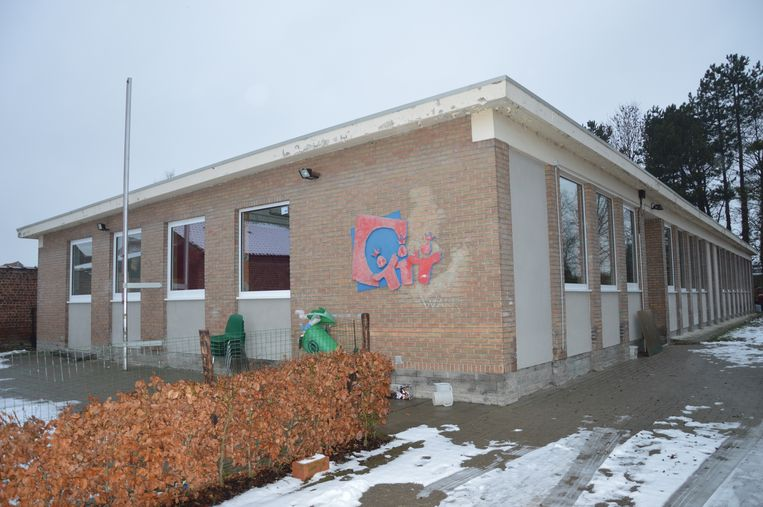 Het lokaal van KSA Denderhoutem kreeg al nieuwe ramen en nieuwe toiletten.