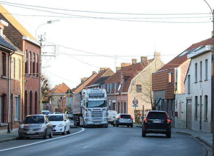 De dorpskern van Brielen, doorkruist door de N8,  kampt al jaren met heel wat verkeer.