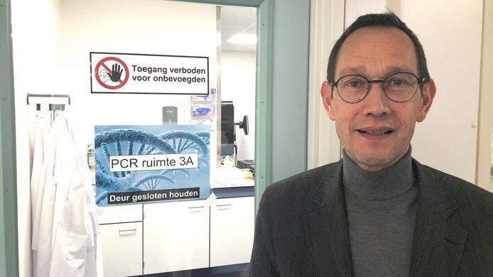 Arts-microbioloog Jeroen Tjhie van het lab van stichting PAMM (pathologie en medische microbiologie) in Veldhoven.