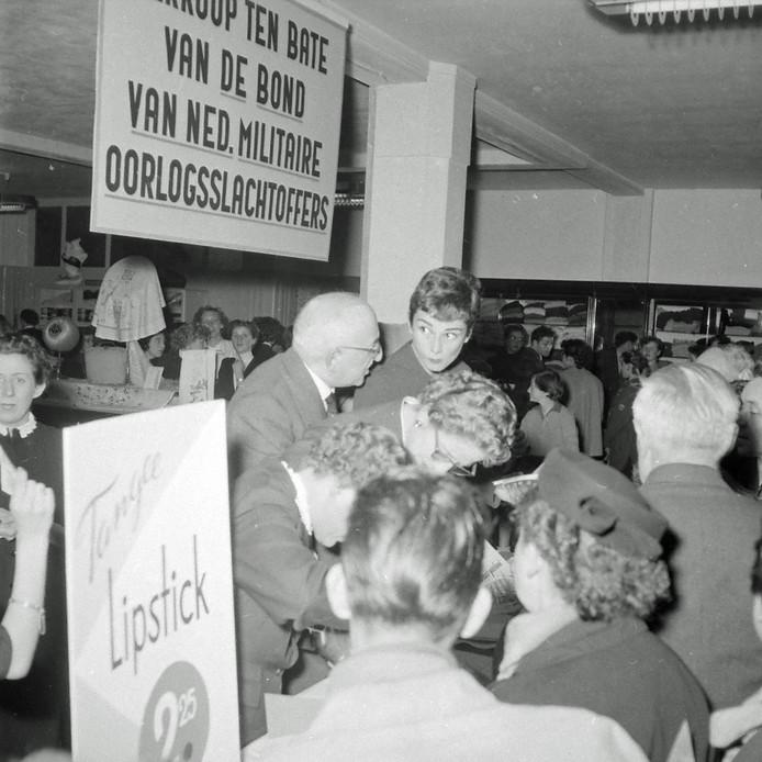 Audrey Hepburn in Eindhoven om geld in te zamelen voor de Bond van Nederlandse Militaire Oorlogsslachtoffers