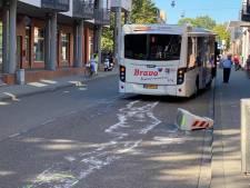 Betonblokken op gisteren afgezette Van Berckelstraat in Den Bosch vergen slachtoffer: bus strandt