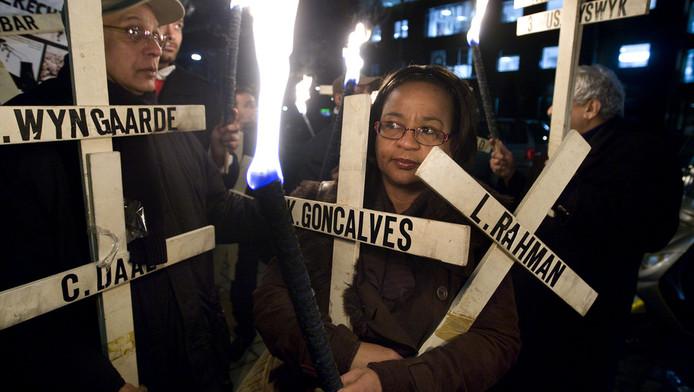 Archieffoto van de fakkelwake in Amsterdam. Jaarlijks worden op 8 december de slachtoffers van de decembermoorden in Paramaribo herdacht.