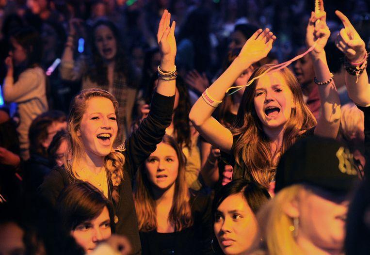 Uitzinnige tienermeisjes in Ahoy bij Justin Bieber, zondagmiddag. © Marcel van den Bergh / de Volkskrant Beeld