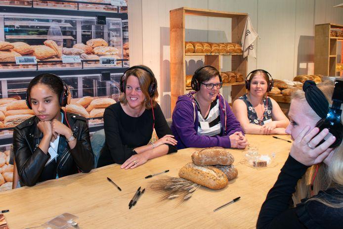 Marit van Egmond deed mee aan een les in het nieuwe opleidingscentrum in Enspijk.